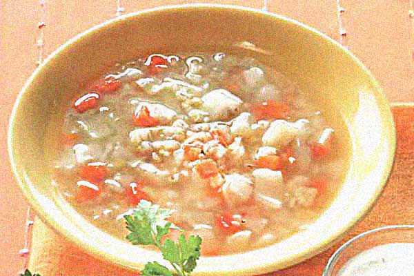 Перловый суп с овощами и беконом